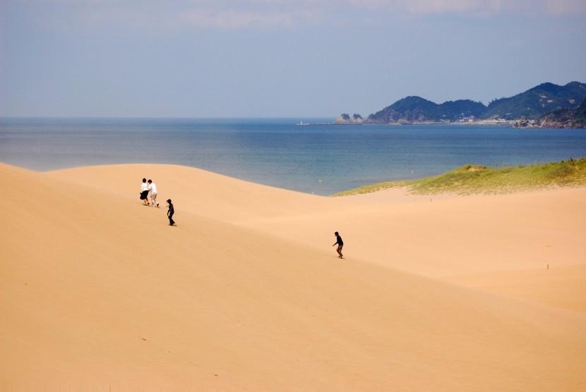 Pantai Totori di Jepang.