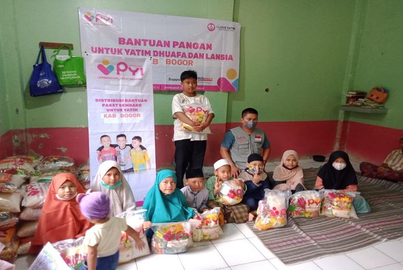 Panti Yatim Indonesia (PYI) Bantu Harapan Bagi Dhuafa (Bahagia) dengan menyalurkan bantuan pangan kepada para Lansia dhuafa di dua wilayah. Sebanyak 115 paket sembako disalurkan di wilayah Kecamatan Ciseeng Bogor dan Kecamatan Ciater Subang, Sabtu (12/6).