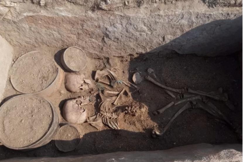 Para arkeolog menemukan tulang-belulang sepasang muda mudi di Kazakhstan.
