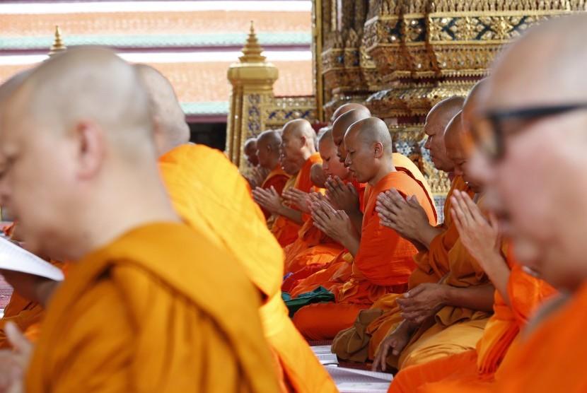 Para biksu di Thailand.