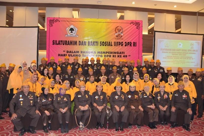 Para istri anggota Fraksi Golkar mengunjungi veteran se Bandung Raya.