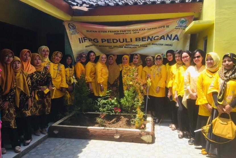 Para Istri Legislator Golkar Gelar Baksos di Madrasah Terdampak Tsunami Banten
