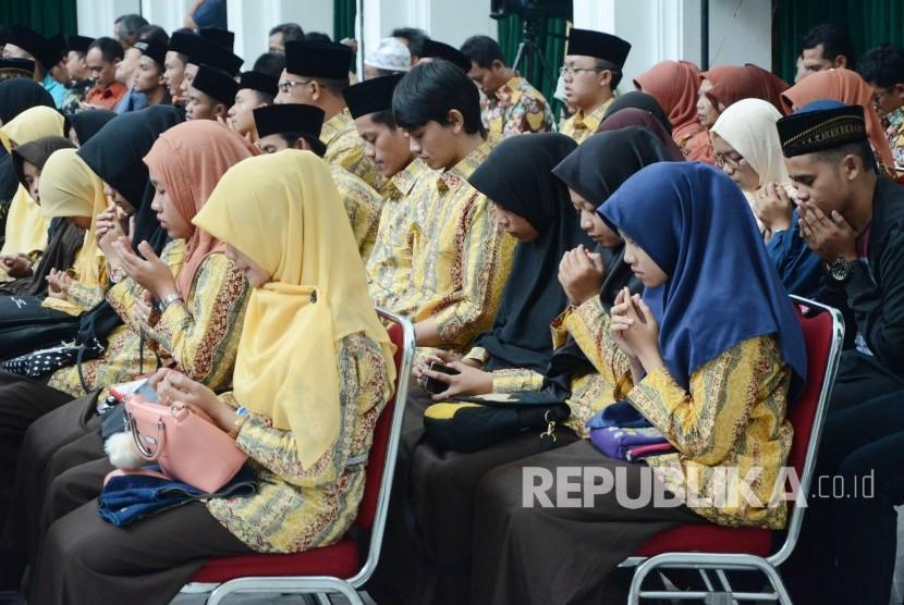 Para kafilah MTQ dari Jawa Barat. (Republika/Edi Yusuf)