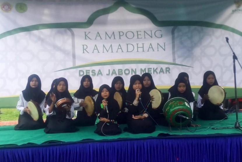 Para mustahik Badan Amil Zakat Nasional (BAZNAS) menggelar acara Kampung Ramadhan untuk untuk memeriahkan ibadah di bulan suci 1440 Hijriah.