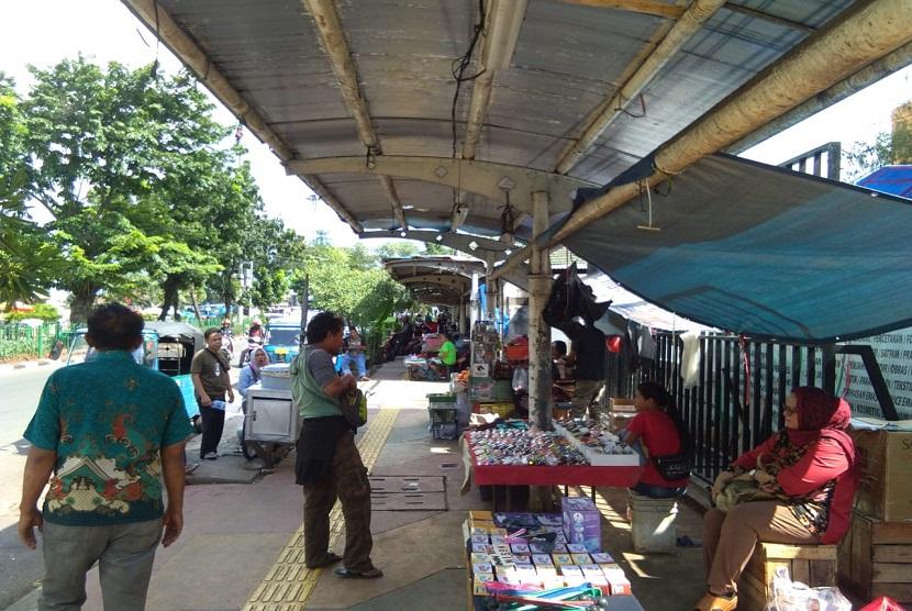 Para pedagang di sekitar Jalan Senen Raya, Jakarta Pusat
