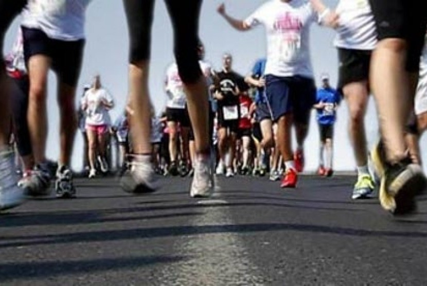 Para pelari menyusuri lintasan dalam satu kompetisi maraton (Ilustrasi)