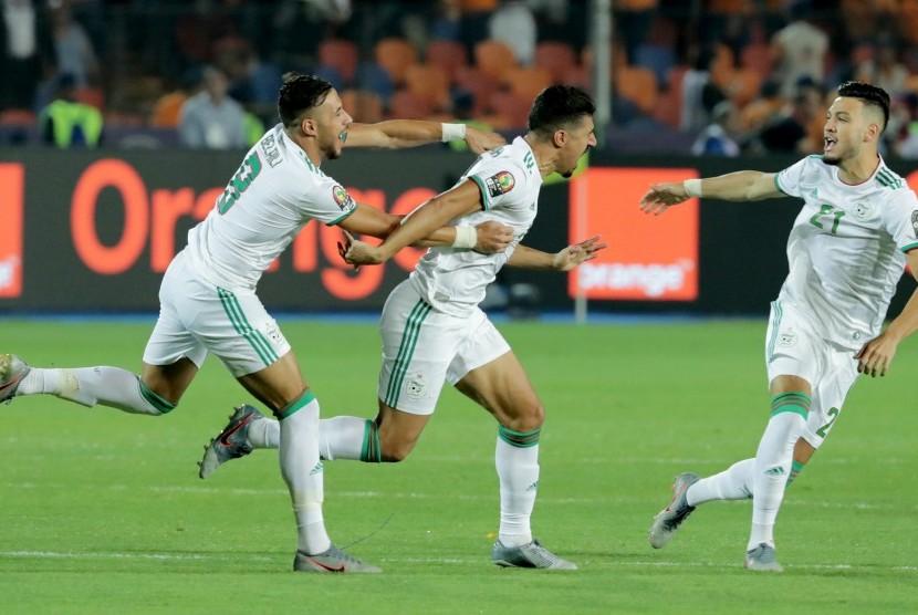 Para pemain Aljazair merayakan gol ke gawang Senegal pada Piala Afrika 2019.