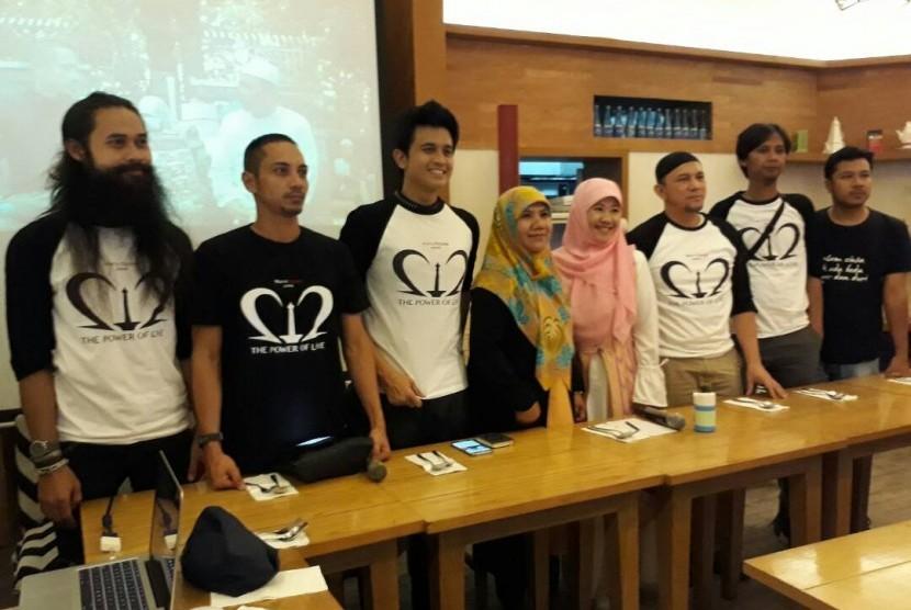Para pemain dan tim produksi film 212, The Power of Love yang berkisah tentang aksi bela Islam 212.