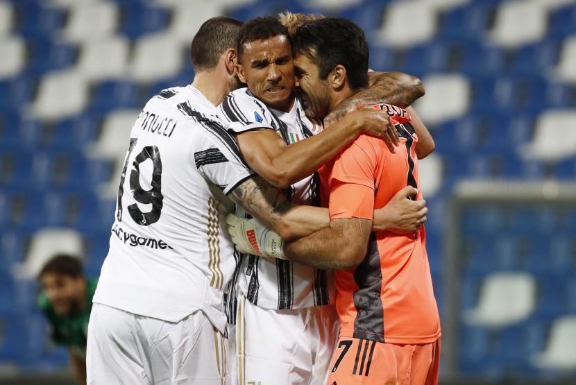 Para pemain Juventus merayakan keunggulan