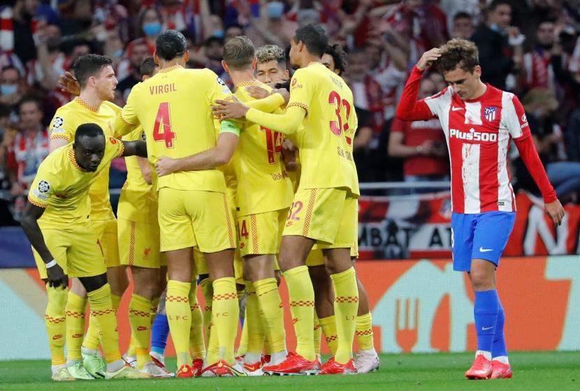 Para pemain Liverpool merayakan gol ke gawang Atletico Madrid pada pertandingan lanjutan Liga Champion di  Stadion Wanda Metropolitano, Rabu (20/10) dini hari.