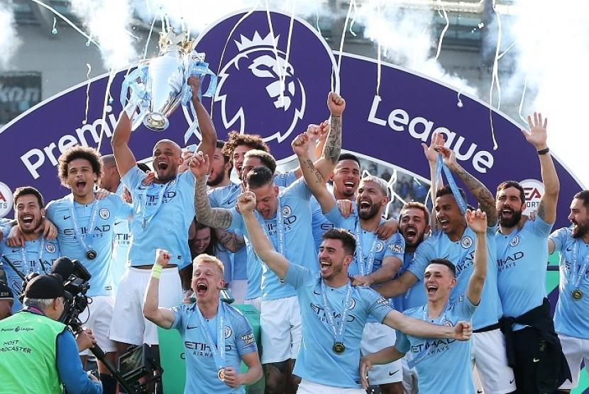 Para pemain Manchester City merayakan gelar juara Liga Primer Inggris 2018/2019.