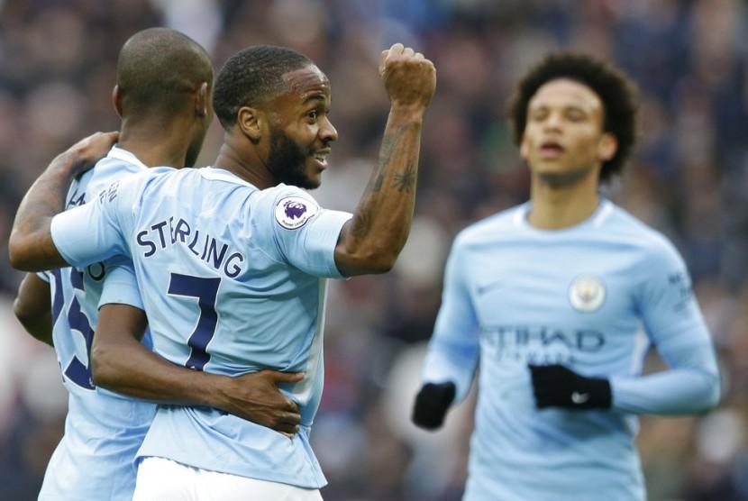 Para pemain Manchester City merayakan gol ke gawang West Ham United.