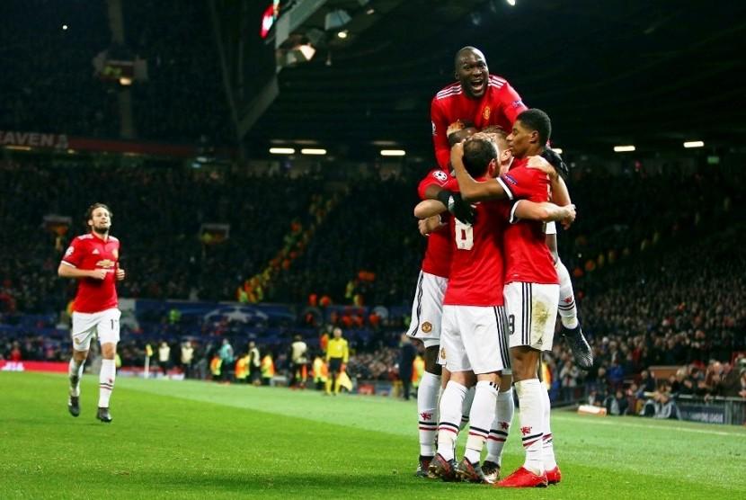 Para pemain Manchester United merayakan gol ke gawang CSKA Moskow dalam pertandingan terakhir Grup A Liga Champions di Stadion Old Trafford, Rabu (6/12) dini hari WIB.