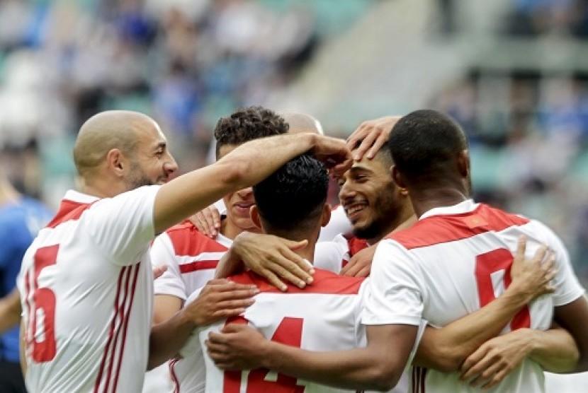 Para pemain Maroko merayakan gol ke gawang Estonia.