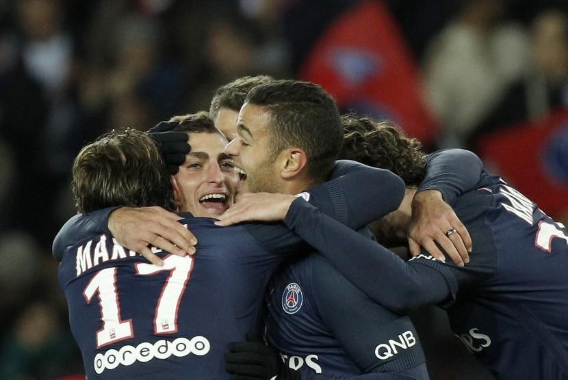 Para pemain Paris Saint-Germain merayakan gol Marco Verrati (kedua kiri) ke gawang Rennes dalam suatu laga Ligue 1 belum lama ini.