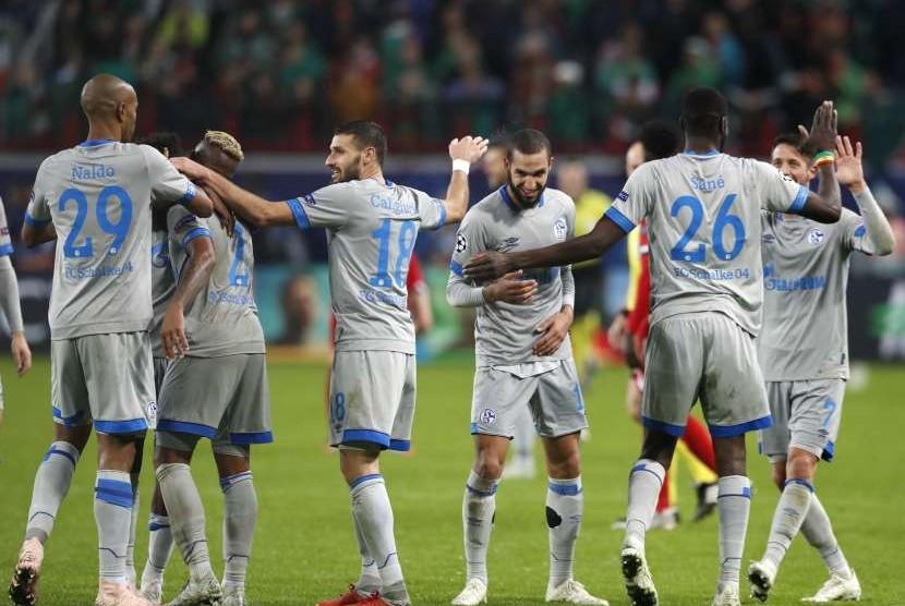 Para pemain Schalke merayakan kemenangan atas Lokomotiv Moskow.