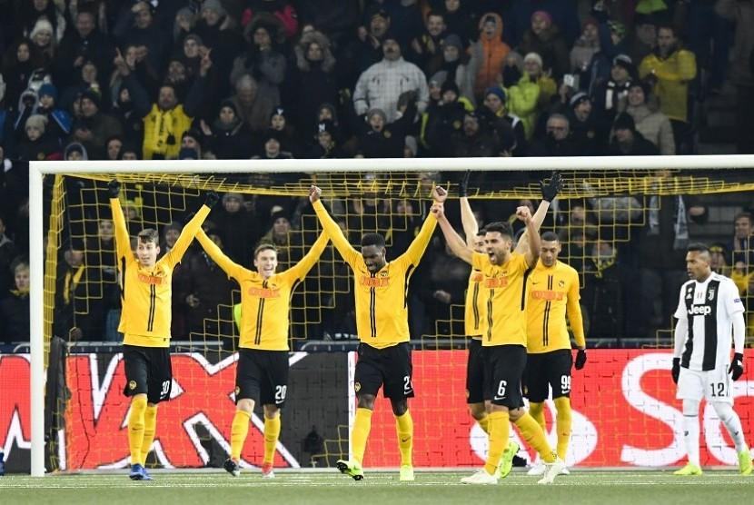 Para pemain Young Boy merayakan kemenangan atas Juventus di ajang Liga Champions. Dalam pertandingan terakhir babak kualifikasi Grup H yang berlangsung di Stade De Suisse Wankdorf, Kamis (13/12) dini hari WIB tersebut, Juventus terpaksa menyerah dengan skor 1-2.