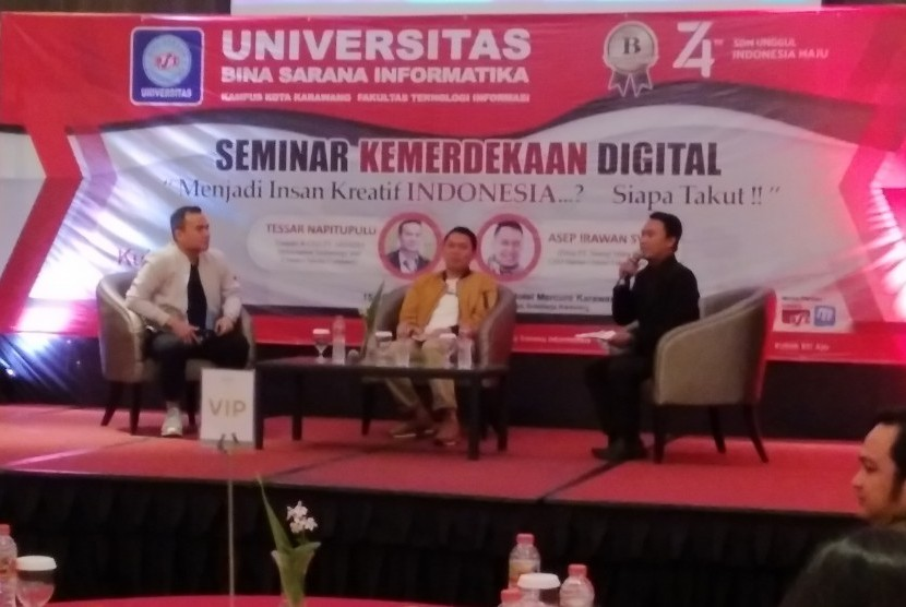 Para pembicara Seminar Kemerdekaan Digital di Karawang.