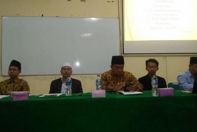 "Para pembicara seminar kepemudaan  bertajuk ""Radikalisme, Media Online dan Pemuda"" yang digelar JPMI di Kampus Unissula Semarang, Senin (7/3)."