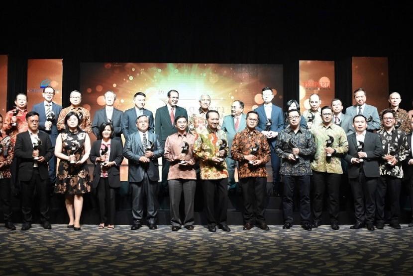 Para penerima penghargaan Properti Indonesia Award (PIA).