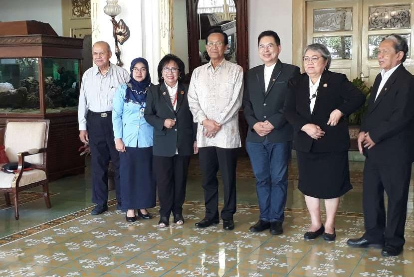 Para pengurus Perhimpunan Spesialis Kedokteran Kedokteran Okupasi (Perdoki) Indonesia saat melakukan audiensi dengan Gubernur DIY Sri Sultan Hamengku Buwono X.