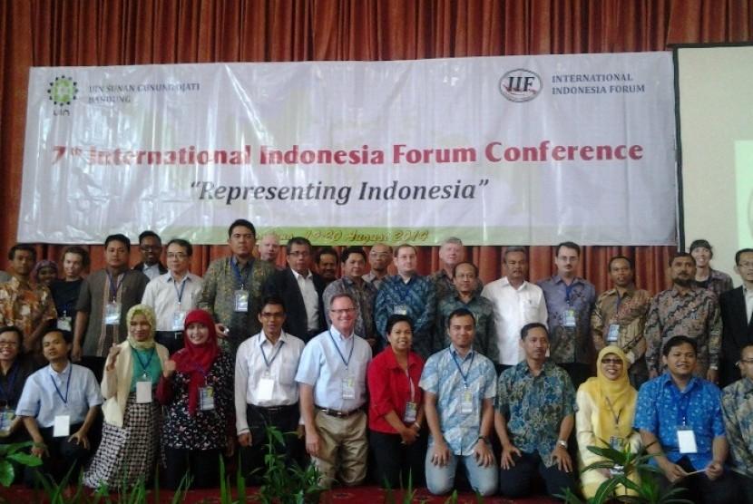 Para peserta International Indonesia Forum (IIF) ke-7