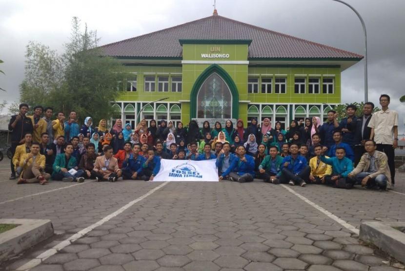 Para peserta Regional  Training for Trainer (RTT) yang diadakan oleh FoSSEI Jawa Tengah.