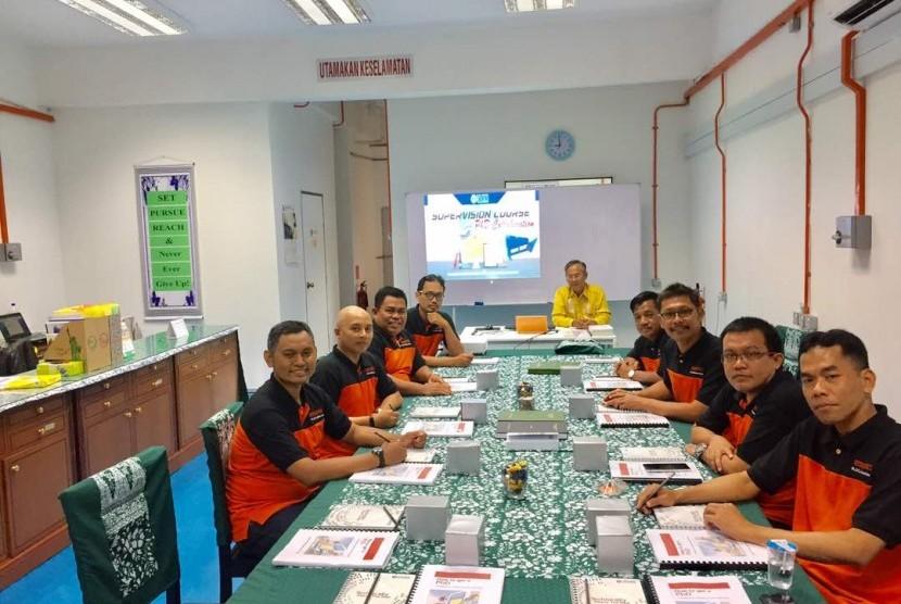 Para peserta Workshop on PhD Supervision di University Tun Hussein Onn Malaysia (UTHM), Johor Baru, Malaysia.