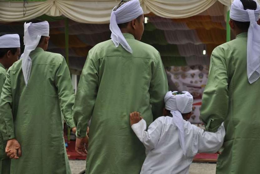 Para santri penghafal Alquran (Hafizh) mengikuti kegiatan Parade 1.000 Hafizh di Medan, Sumatera Utara, Kamis (4/10).