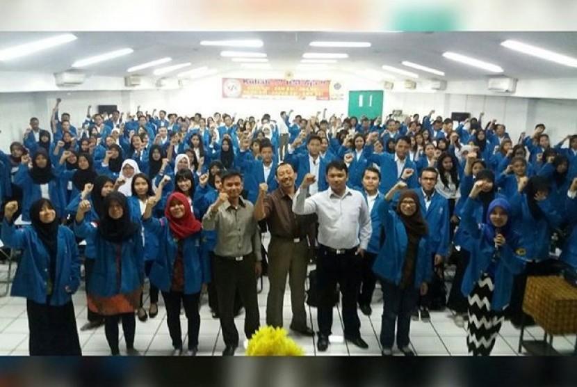 Para siswa berprestasi memilih Bina Sarana Informatika (BSI) sebagai wadah untuk menuntut ilmu di jenjang perguruan tinggi.