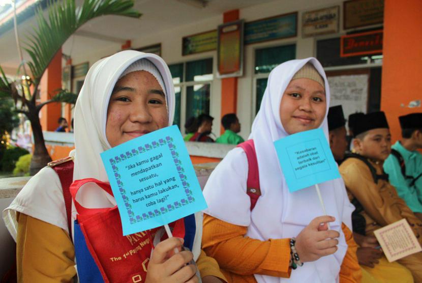 Para siswi SMP Juara Pekanbaru binaan Rumah Zakat.