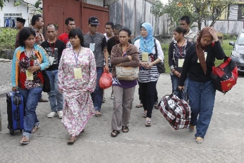 Para TKI yang bekerja di Malaysia (ilustrasi).