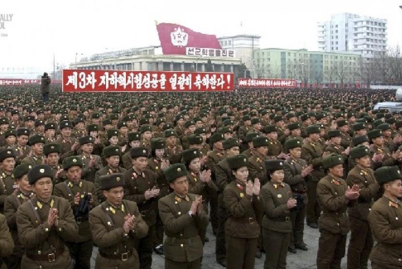 Parade pasukan Korea Utara menyambut 60 tahun Perang Korea