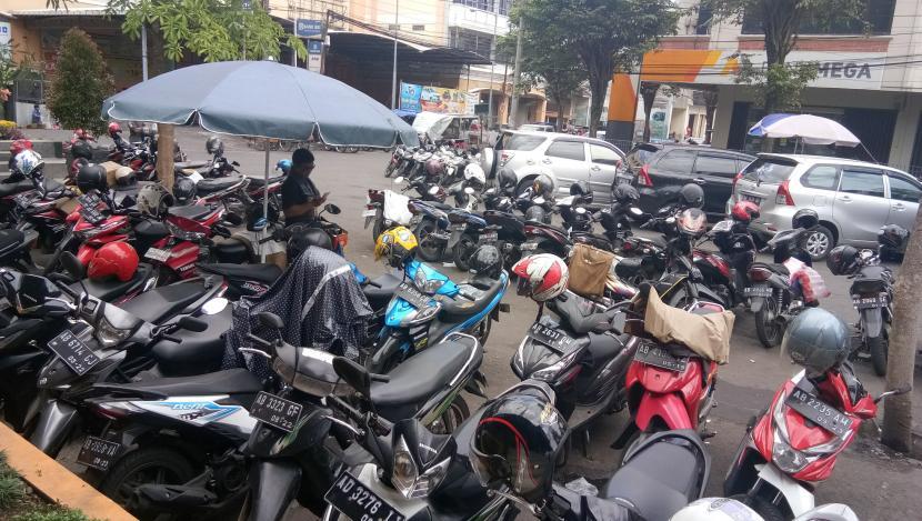 Parkir kendaraan bermotor di Kota Yogyakarta.