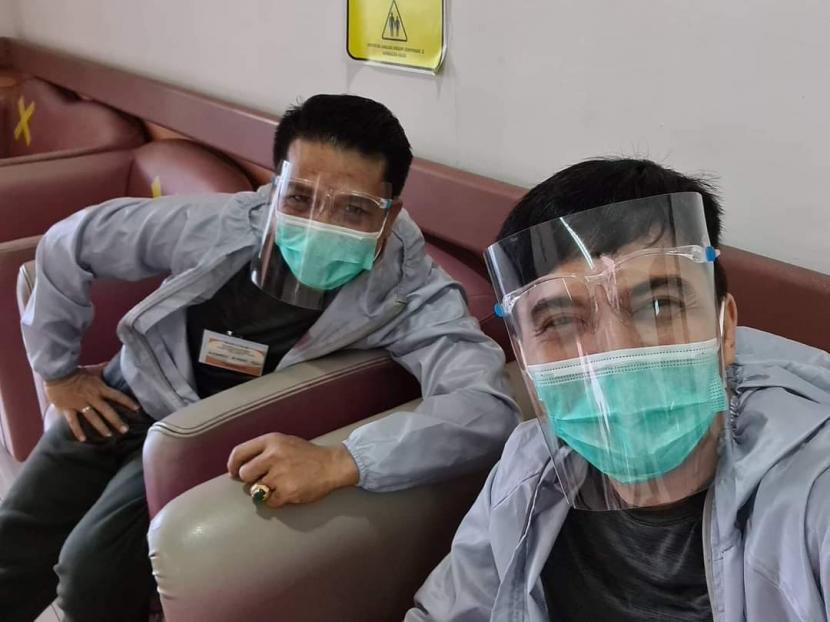 Pasangan bakal calon bupati dan wakil bupati Bandung, H Dadang Supriatna (kiri) dan Sahrul Gunawan (kanan) saat mengikuti proses medical check up (MCU) dan tes PCR di RSHS Bandung 8-9 September 2020.