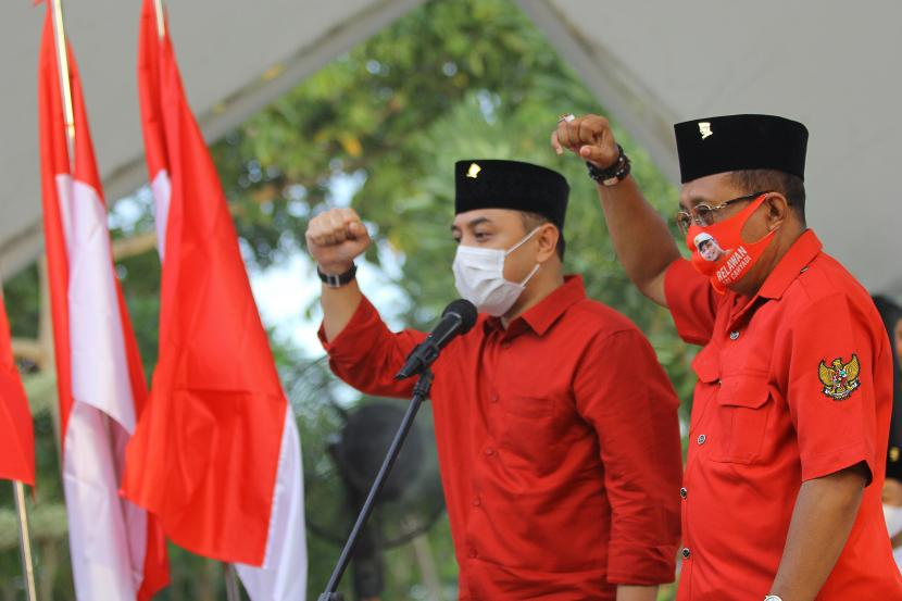 Pasangan bakal calon wali kota Surabaya Eri Cahyadi (kiri) dan bakal calon wakil wali kota Surabaya Armuji (kanan)