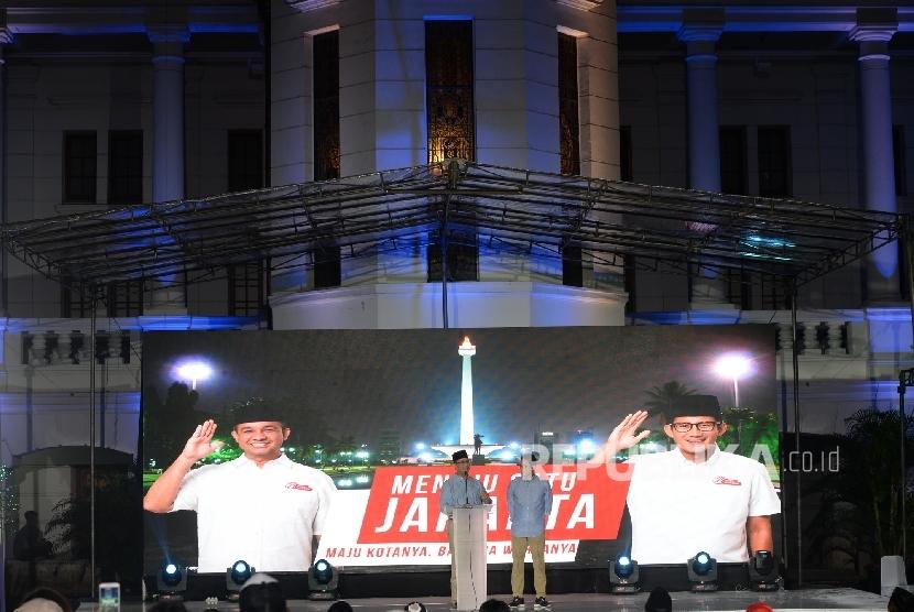 Pasangan Cagub-Cawagub DKI Jakarta terpilih Anies Baswedan - Sandiaga Uno memberikan pidato politik usai penetapan calon terpilih Pilkada DKI Jakarta oleh KPUD di Museum Bank Indonesia, Jakarta, Jumat (5/5).