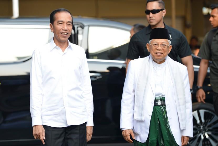 Pasangan Calon Presiden dan Calon Wakil Presiden nomor urut 01 Joko Widodo (kiri) dan K.H. Ma'ruf Amin (kanan) tiba di kantor KPU, Jakarta, Ahad (30/6/2019).