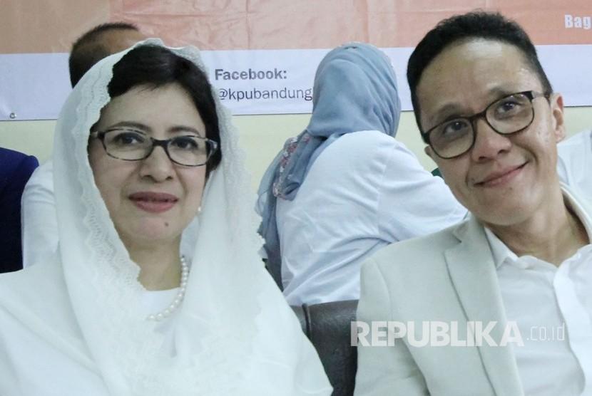 Pasangan Calon Wali Kota dan Wakil Wali Kota Bandung, Nurul Arifin dan Chairul Yaqin Hidayat, di Kantor KPU Kota Bandung, Rabu (10/1).