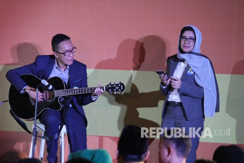 Pasangan calon wali kota dan wakil wali kota Bandung Nurul Arifin dan Chairul Yaqin Hidayat, tampil pada Debat Publik di Hotel BnB, Kota Bandung, Ahad (25/3).
