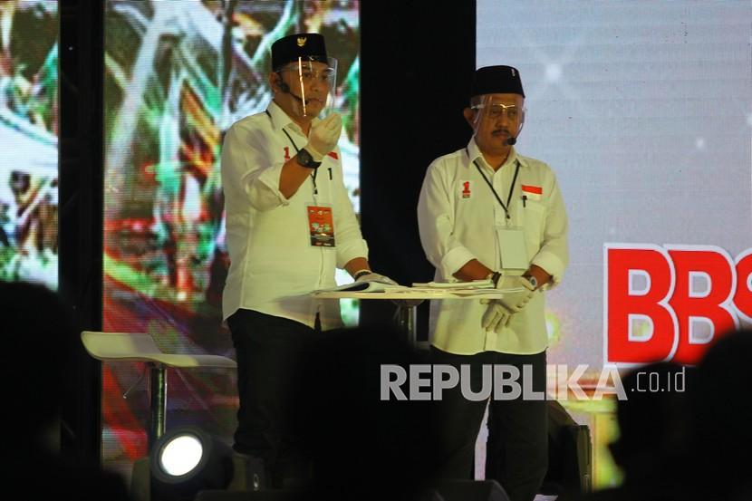 Pasangan calon Wali Kota dan Wakil Wali Kota Surabaya nomor urut satu Eri Cahyadi (kiri) dan Armuji (kanani)