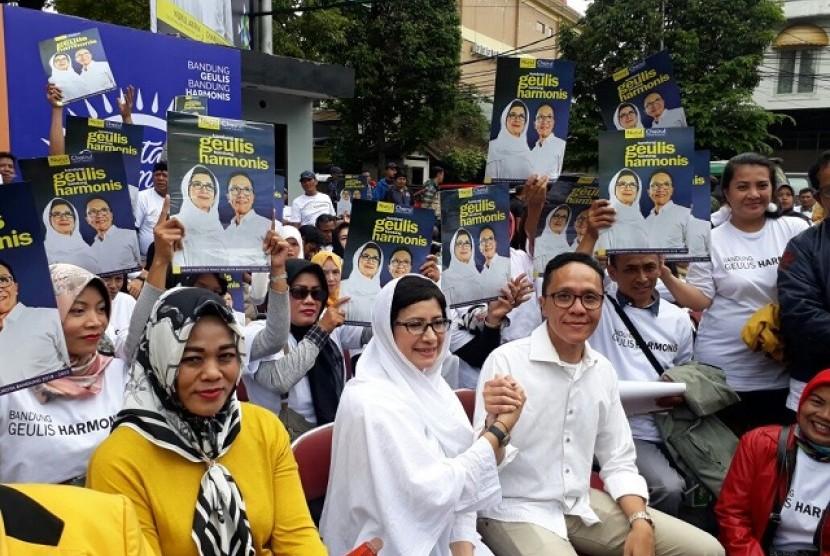 Pasangan Cawalkot dan Cawawalkot Bandung, Nurul Arifin-Chairul Yaqin meresmikan Posko Relawan di Jalan Tamblong, Kota Bandung, Ahad (7/1)