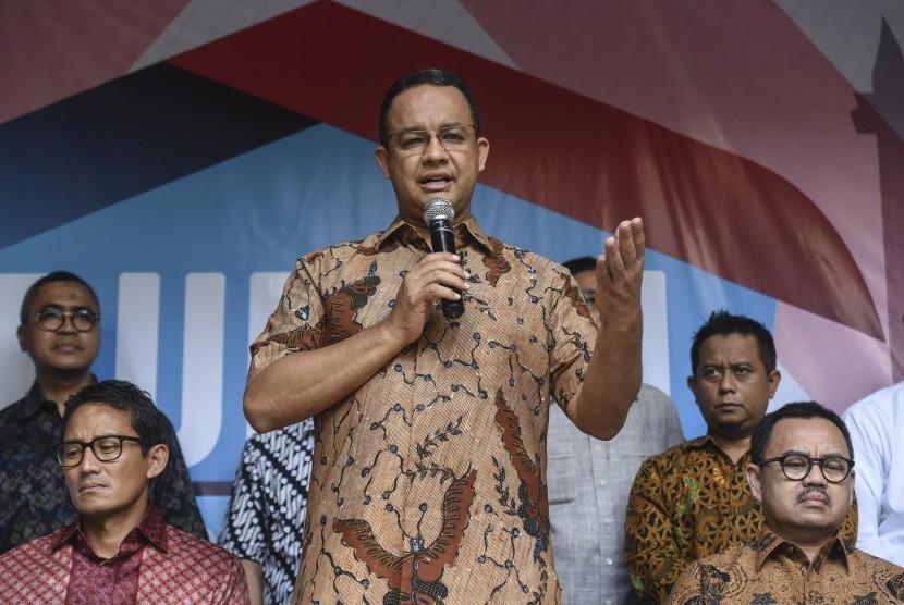 Gubernur DKI terpilih Anies Baswedan (tengah).