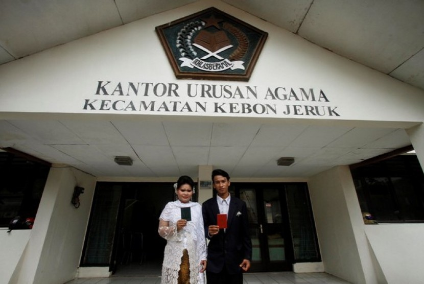 Pasangan menikah di Kantor Urusan Agama (ilustrasi)
