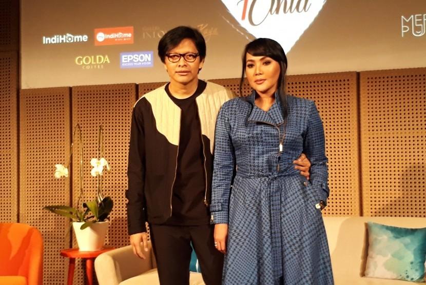 Pasangan musisi Armand Maulana dan Dewi Gita.