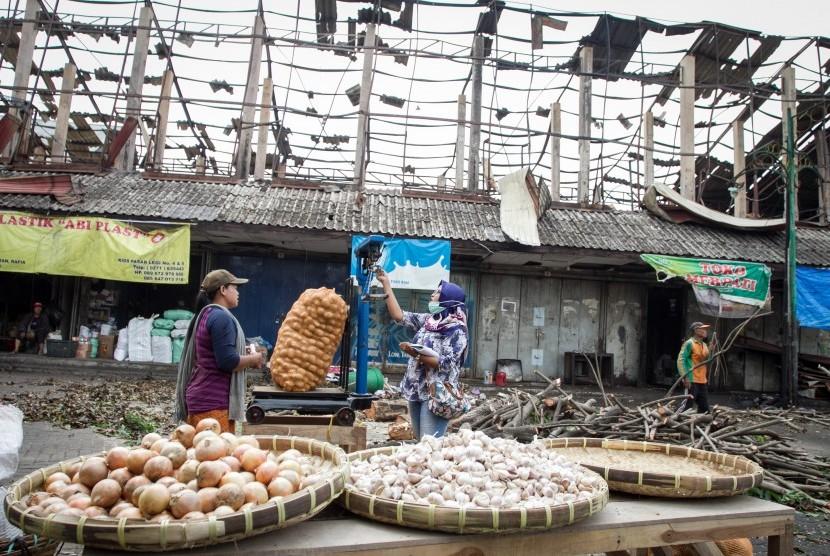 Pasar darurat Pasar Legi, Solo.