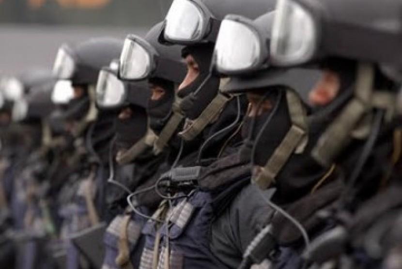 Dewan sebut Perpres TNI Tangani Terorisme penting segera disahkan. Pasukan anti teror