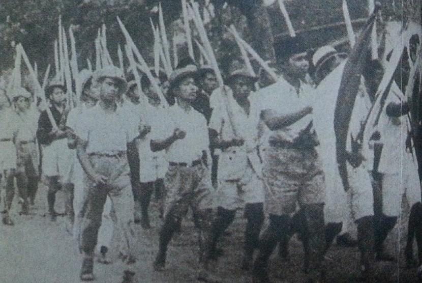 Pasukan bambu runcing.