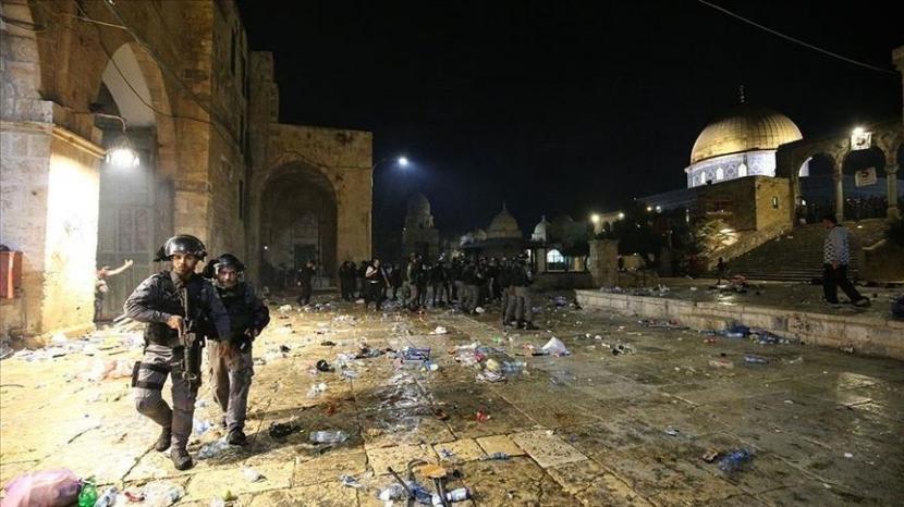 Pasukan Israel serang Masjidil Aqsa di Yerusalem.