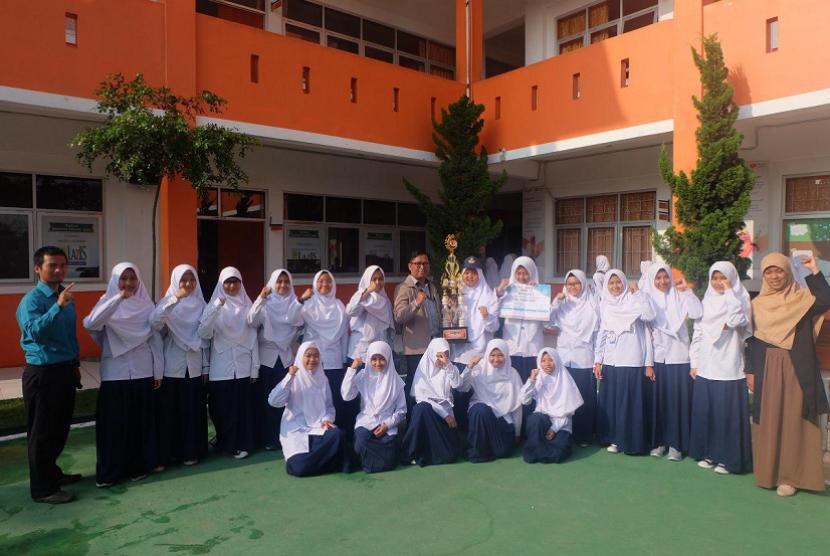 Pasukan Pengibar Bendera SMP Juara Bandung.